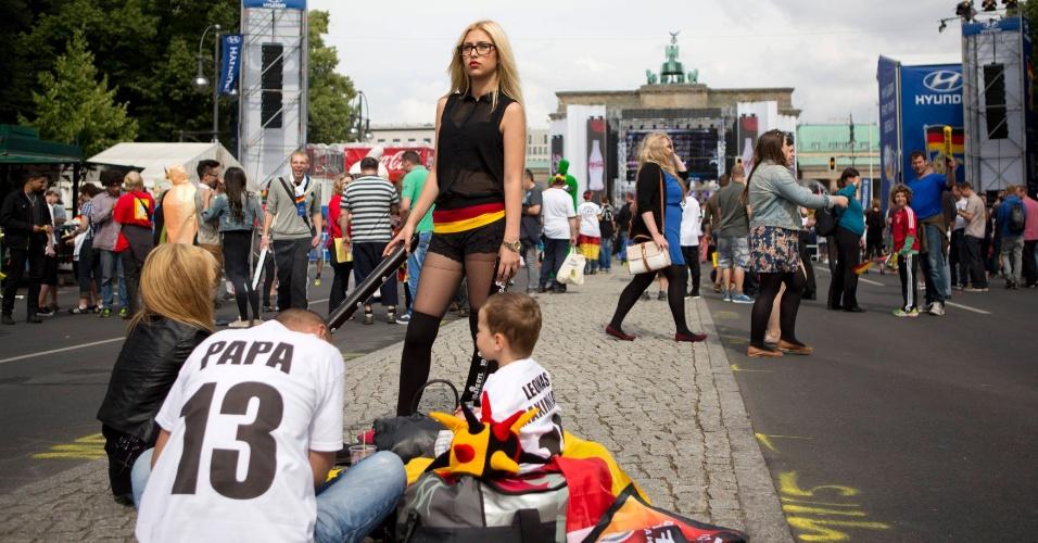 Torcedores se reúnem em Berlin para assistir à partida entre Alemanha e Portugal na Copa do Mundo