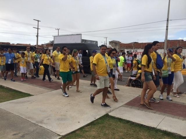 17.06.2014 - Torcedores do Brasil chegam com tranquilidade ao estádio Castelão