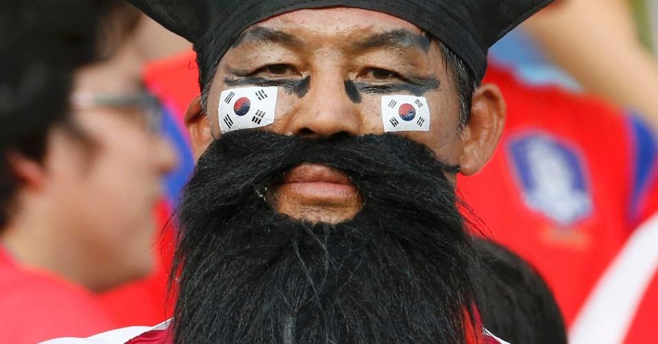 17.jun.2014 - A competição pela barba mais volumosa é acirrada em Cuiabá. O torcedor da Coreia do Sul é um concorrente à altura