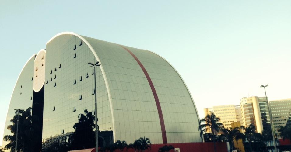 17.jun.2014 - Brasília Shopping é 'oásis' de serviços no Setor Hoteleiro Norte de Brasília: Plano Piloto divide a cidade em áreas temáticas e afasta comércio de rua dos turistas