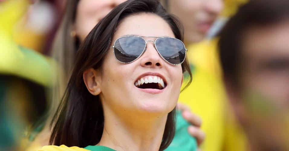 17.jun.2014 - Castelão está tomado de belas torcedoras para a partida entre Brasil e México
