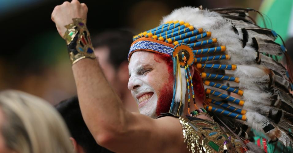 17.jun.2014 - Este torcedor não esqueceu nem o detalhe da barba pintada para exibir as cores do México