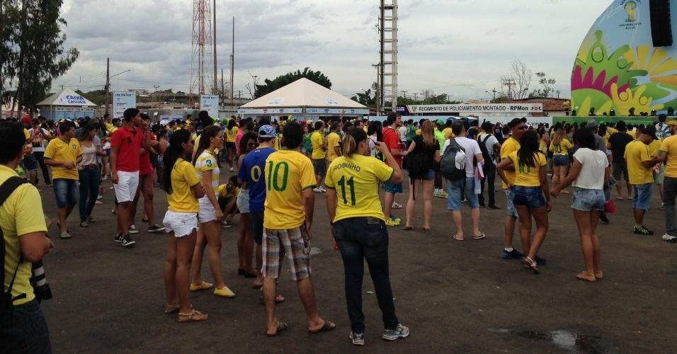 17.jun.2014 - Fan Fest de Cuiabá ainda tinha espaço instantes antes da partida entre Brasil e México