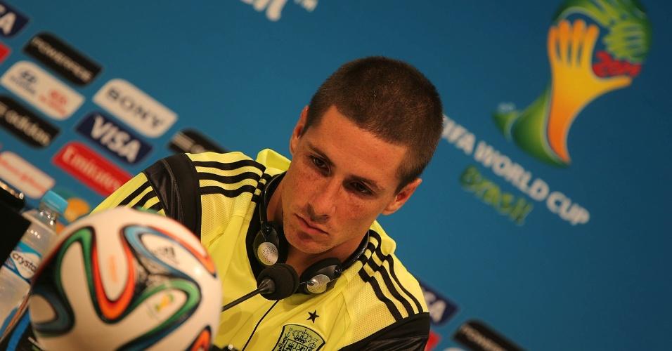 17.jun.2014 - Fernando Torres, atacante da seleção espanhola, concede entrevista coletiva no Maracanã