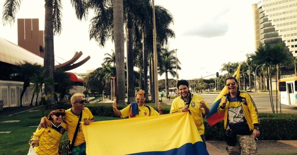 17.jun.2014 - Grupo de estudantes colombianos está no Brasil para acompanhar e chegou em Brasília para o jogo contra a Costa do Marfim, nesta quinta-feira (18): tentaram achar uma balada a esmo na rua e se espantaram com a falta de opções na área central de Brasília