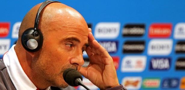 Técnico Jorge Sampaoli não gostou de ter o treino filmado pela TV Globo, que pediu desculpas