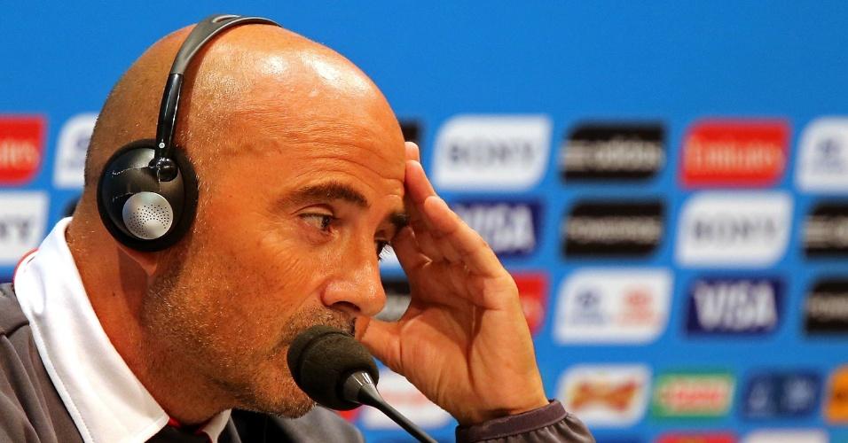 17.jun.2014 - Jorge Sampaoli, técnico do Chile, concede entrevista coletiva no Maracanã