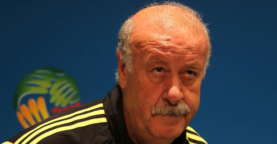 17.jun.2014 - Técnico Vicente Del Bosque, da Espanha, concede entrevista coletiva no Maracanã