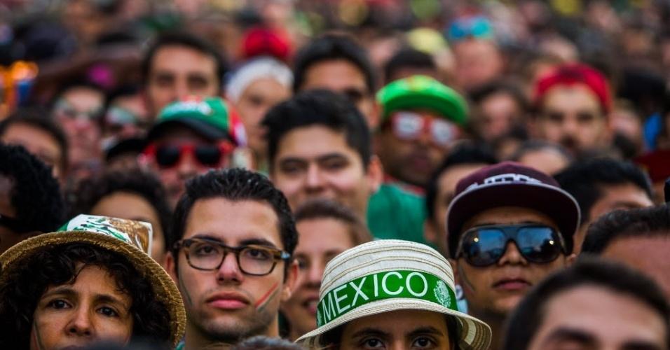 17.jun.2014 - Torcedores concentrados na Fan Fest de São Paulo acompanhando o jogo entre Brasil e México