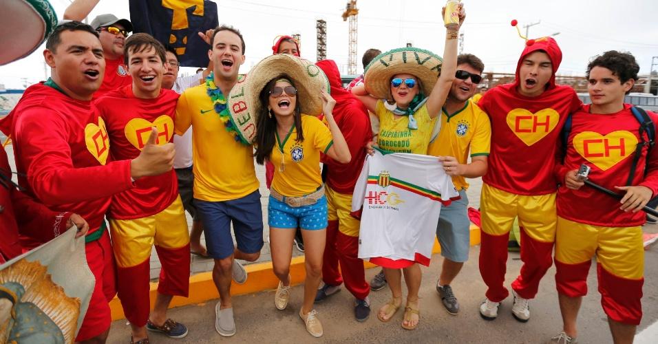 17.jun.2014 - Torcedores estão apelando para o Chapolin Colorado. Será que a astúcia do polegar irá ajudar os mexicanos?