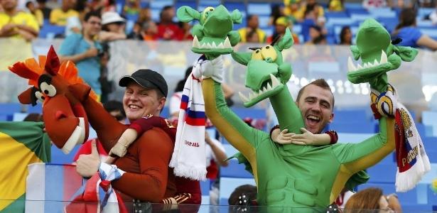 Torcedores russos fantasiados fazem a festa antes do jogo entre Rússia e Coreia do Sul