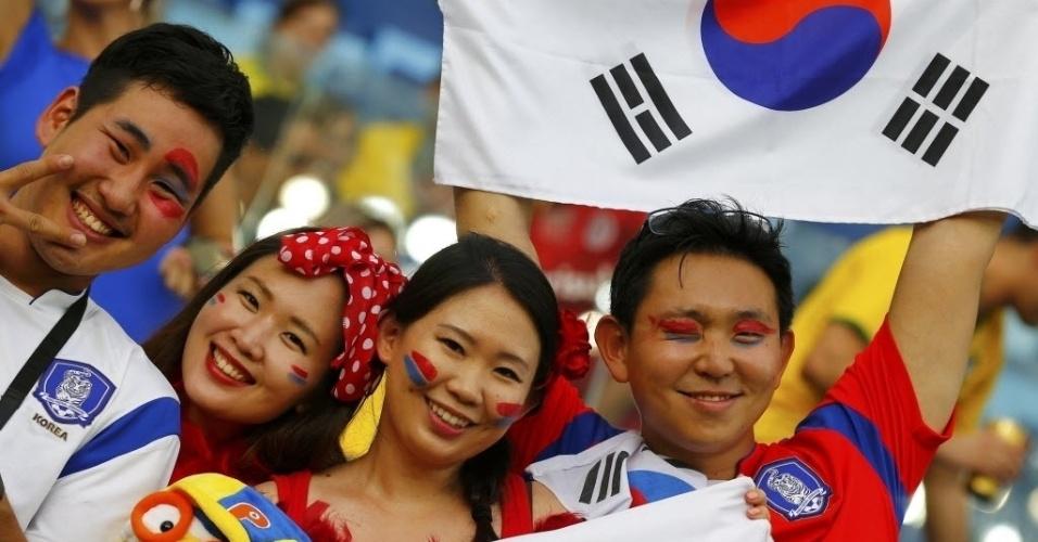 Torcedores sul-coreanos aguardam apito inicial do jogo entre Coreia do Sul e Rússia, na Arena Pantanal