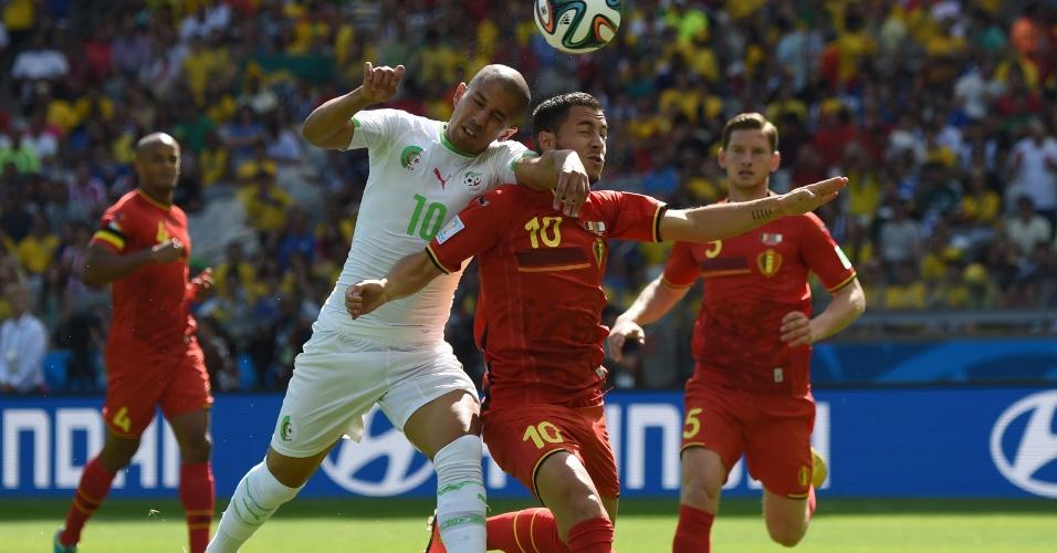 Belga Eden Hazard sofre marcação pesada no início da partida contra a Argélia, no Mineirão