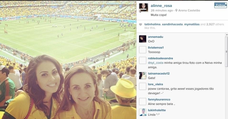 Cantora Alinne Rosa acompanha partida entre Brasil e México na Copa do Mundo