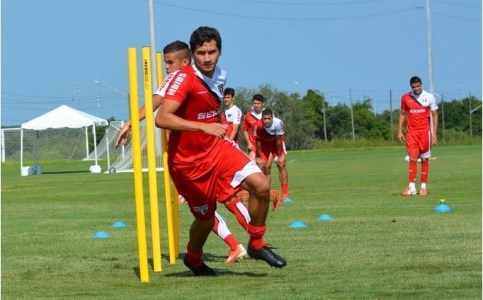 Ganso se destacou no treino desta terça, em Orlando, nos Estados Unidos, ao marcar golaço de calcanhar