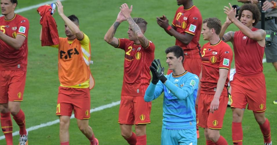 Jogadores da Bélgica agradecem apoio da torcida no Mineirão após vitória na estreia da Copa