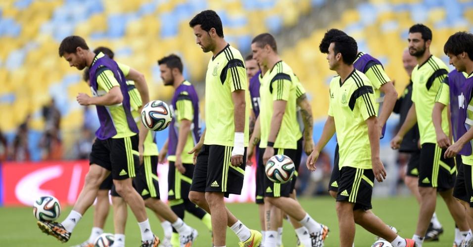 Jogadores da Espanha batem bola durante treino da Espanha no Maracanã