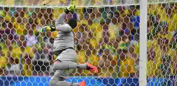 Julio Cesar em lance da partida contra o México - Jefferson Bernardes/VIPCOMM - Jefferson Bernardes/VIPCOMM