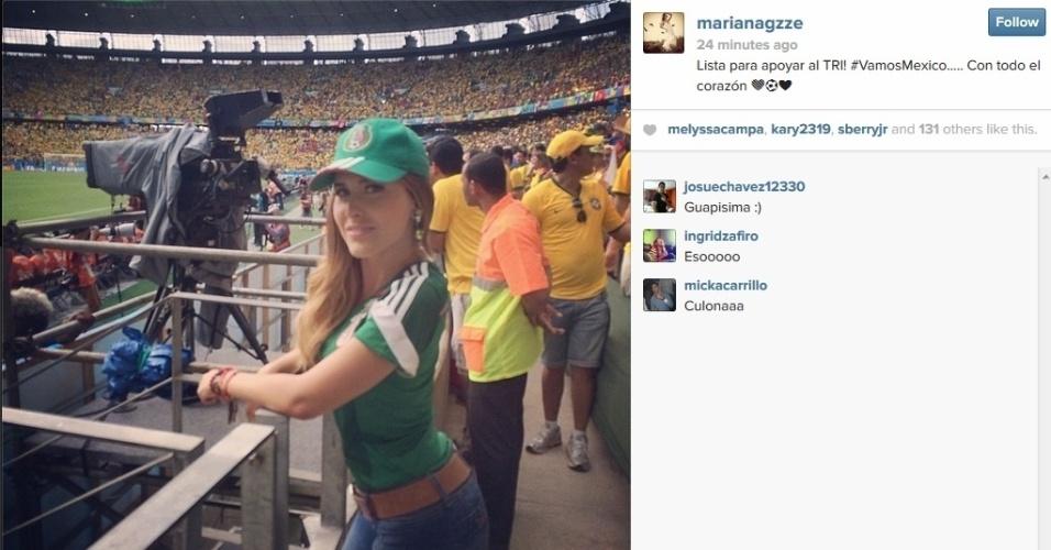 Mariana Gonzalez, repórter da TV Asteca, chama atenção na torcida do México contra o Brasil no Castelão