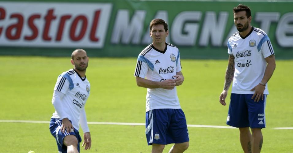 Mascherano, Messi e Lavezzi durante treinamento da seleção argentina na Cidade do Galo, em Vespasiano, município próximo a Belo Horizonte