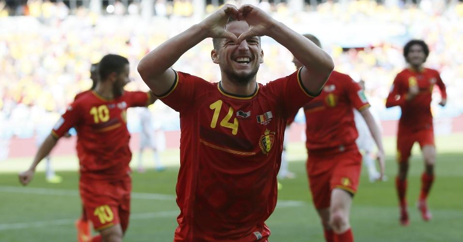 Mertens faz coração ao comemorar segundo gol da Bélgica contra a Argélia