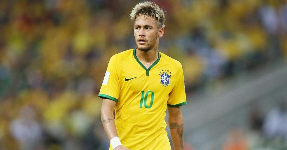 17.jun.2014 - Neymar caminha no gramado do Castelão durante o empate brasileiro contra o México, por 0 a 0