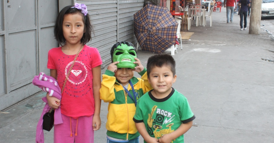 Sem time na Copa, bolivianos adotam o Brasil