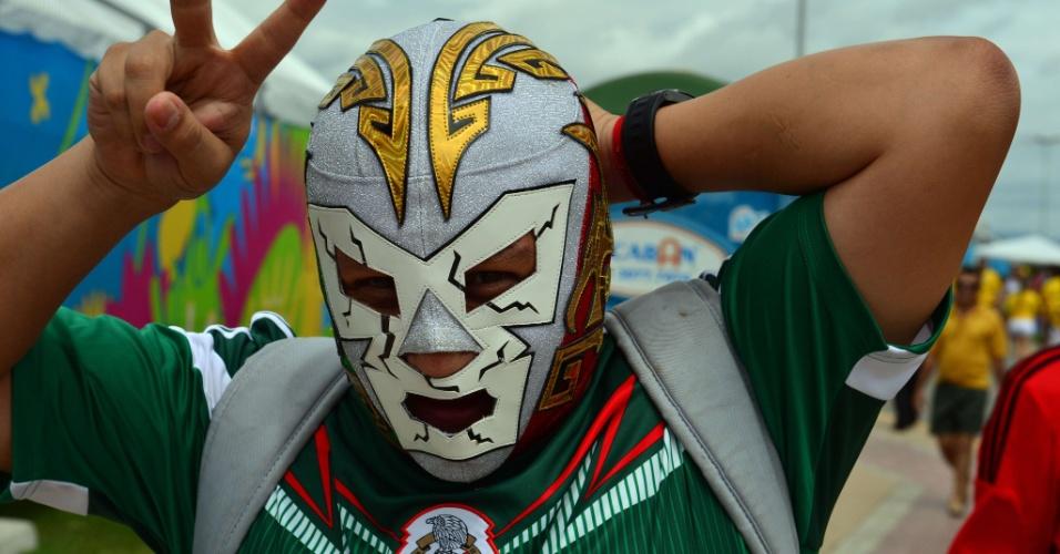 Torcedor mascarado entra no clima da lucha libre para Brasil x México