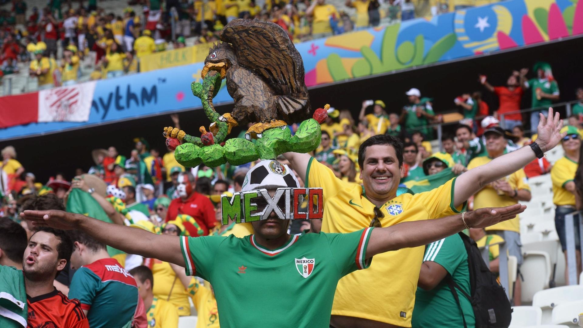 Torcedor mexicano ousa no adereço dentro do Castelão, na torcida contra o Brasil