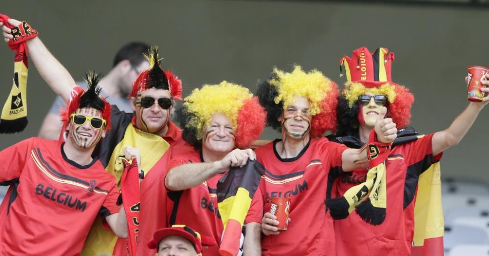 Torcedores belgas fazem festa dentro do Mineirão antes da partida contra a Argélia