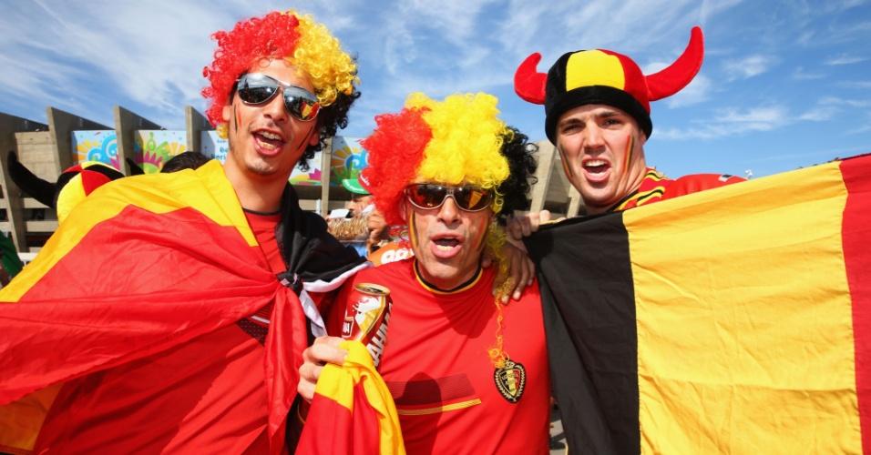 Torcedores belgas fazem festa em frente ao Mineirão antes da partida contra a Argélia
