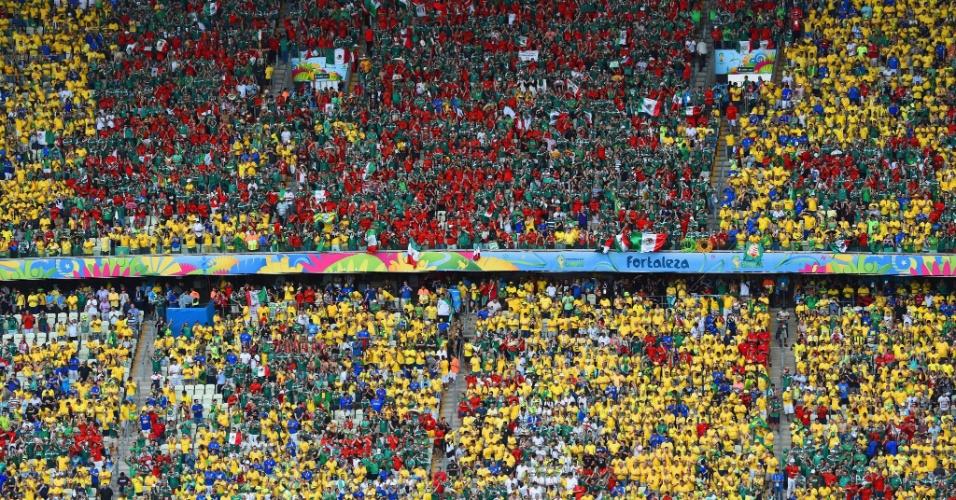 17.jun.2014 - Torcedores brasileiros e mexicanos lotam o Castelão pela segunda rodada do grupo A da Copa