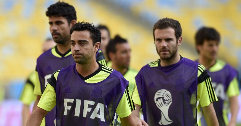 Xavi, Diego Costa e Juan Mata participam de treino da Espanha no Maracanã