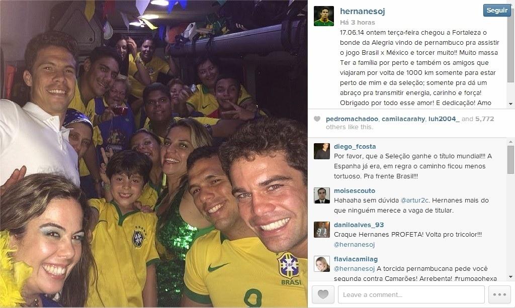 18. jun. 2014 - Hernanes recebe família após Brasil x México e curte folga com eles