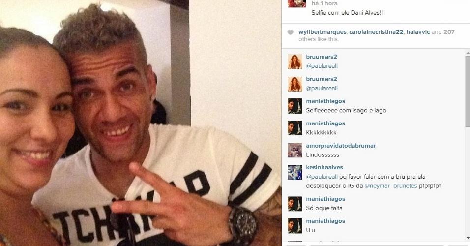 18.jun.2014 - Daniel Alves aproveita folga e faz