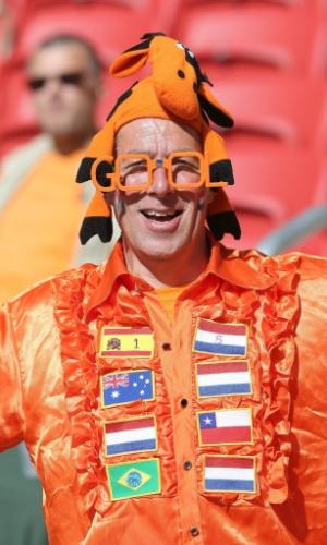 18.jun.2014 - Este torcedor prevê na própria fantasia um confronto entre Holanda e Brasil nas oitavas de final. Para isso acontecer, uma das seleções precisa se classificar em segundo lugar e a outra terminar como líder de sua chave
