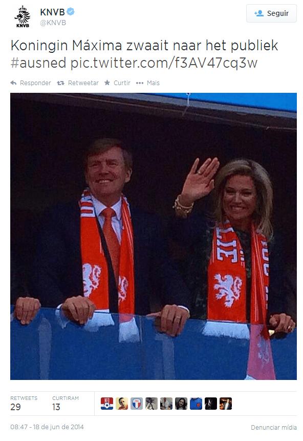 18.jun.2014 - Rainha da Holanda Máxima Zorriegueta é vista acenando para torcedores no Beira-Rio ao lado do rei Guilherme Alexandre antes do jogo contra a Austrália
