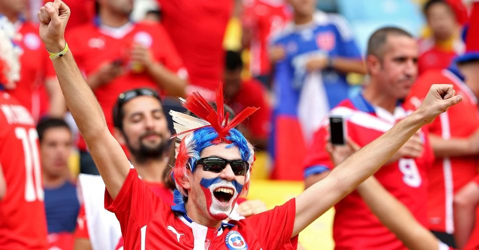 18.jun.2014 - Torcida chilena é maioria no estádio e está confiante na vitória