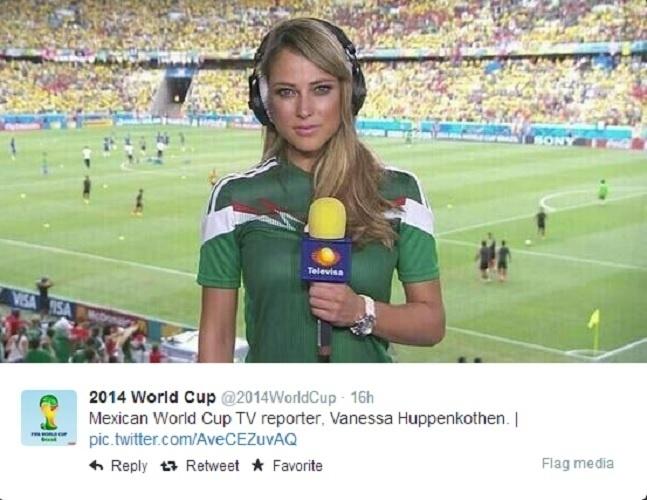 A repórter mexicana Vanessa Huppenkothen chamou atenção por esta foto, no estádio do Castelão, antes de Brasil x México