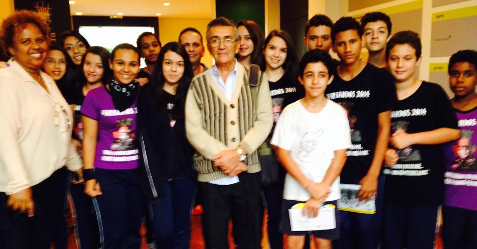Alunos da E.M.E.F.Prof. Sonia Maria Pereira da Silva, de São José dos Campos, visitam a exposição 'Política F.C. O futebol na ditadura'