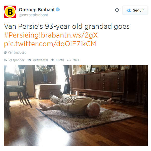 """Até o avô de Van Persie, Wim Ras, de 93 anos, reproduziu o peixinho do neto. Ao jornal holandês Omroep Brabant, ele descreveu o golaço como um """"feito extraordinário"""""""