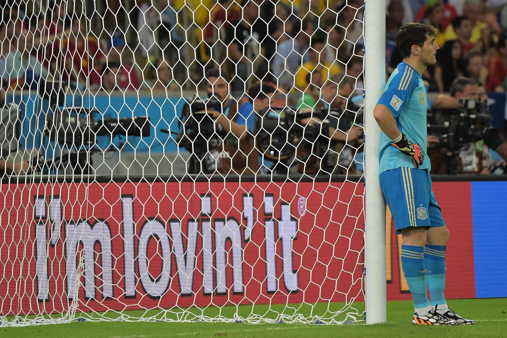 Atual campeão mundial e bi da Eurocopa, Casillas vê a seleção espanhola cair na primeira fase da Copa