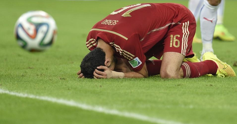 Busquets se lamenta durante o jogo que eliminou a Espanha da Copa do Mundo. A atual campeã perdeu para o Chile por 2 a 0