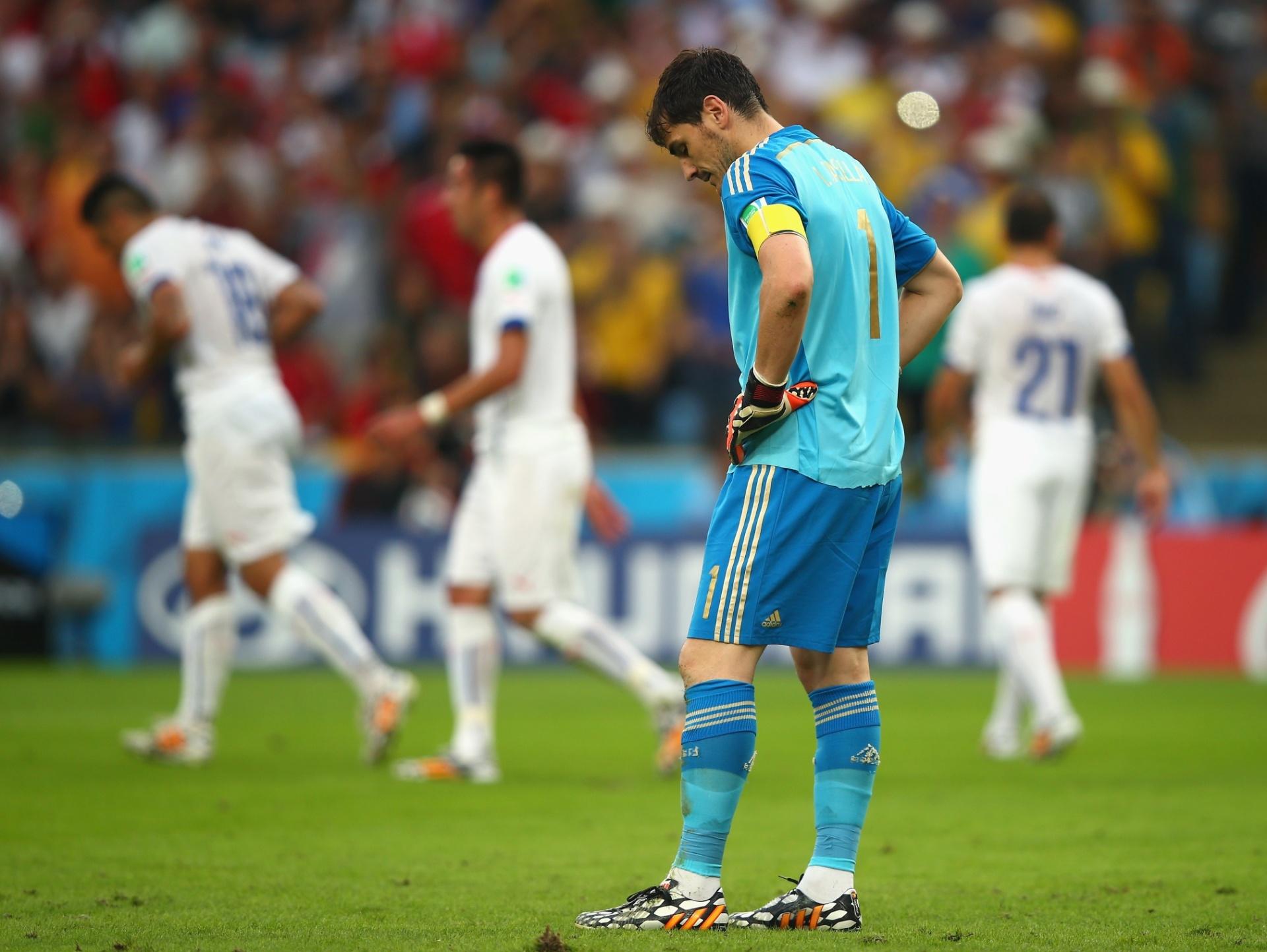Casillas parece não acreditar após a Espanha sair atrás no placar contra o Chile