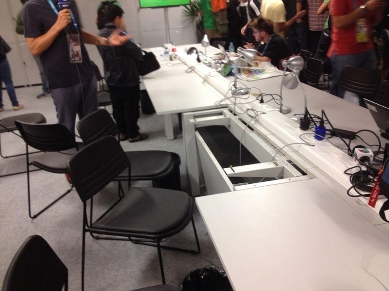 Centro de imprensa do Maracanã após tentativa de invasão por torcedores chilenos