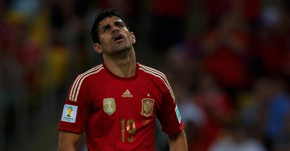 Diego Costa lamenta lance durante jogo contra o Chile que eliminou a Espanha da Copa do Mundo