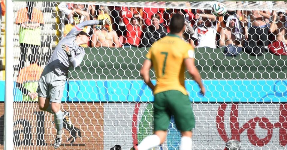 Goleiro holandês se esticou muito para tentar evitar gol australiano, que empatou a partida no Beira-Rio
