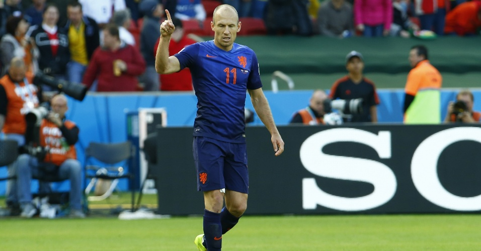 Holandês Arjen Robben comemora primeiro gol do jogo entre Austrália e Holanda, no Beira-Rio