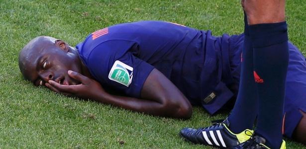 Holandês Bruno Martins Indi cai desacordado após dividida de bola com Cahill