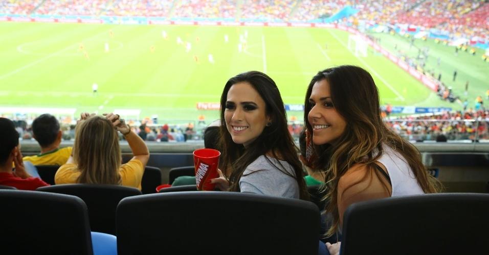 Humorista Tatá Werneck acompanha partida entre Espanha e Chile na Copa